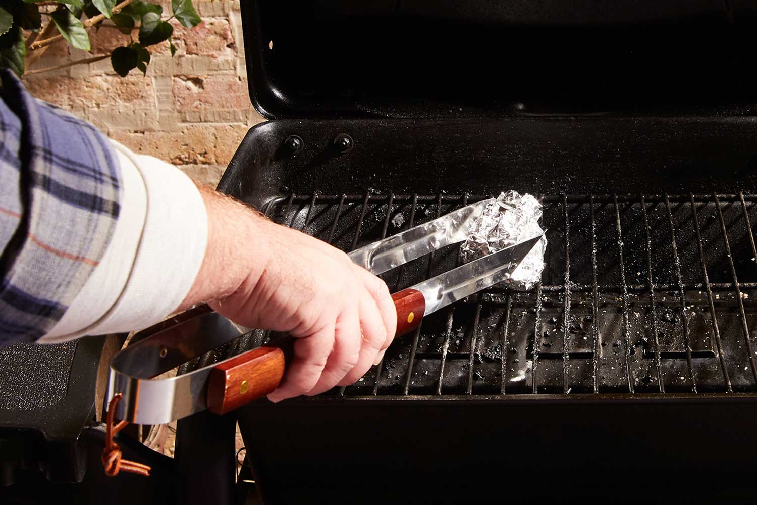 How to Clean a Grill with ALCAN Foil