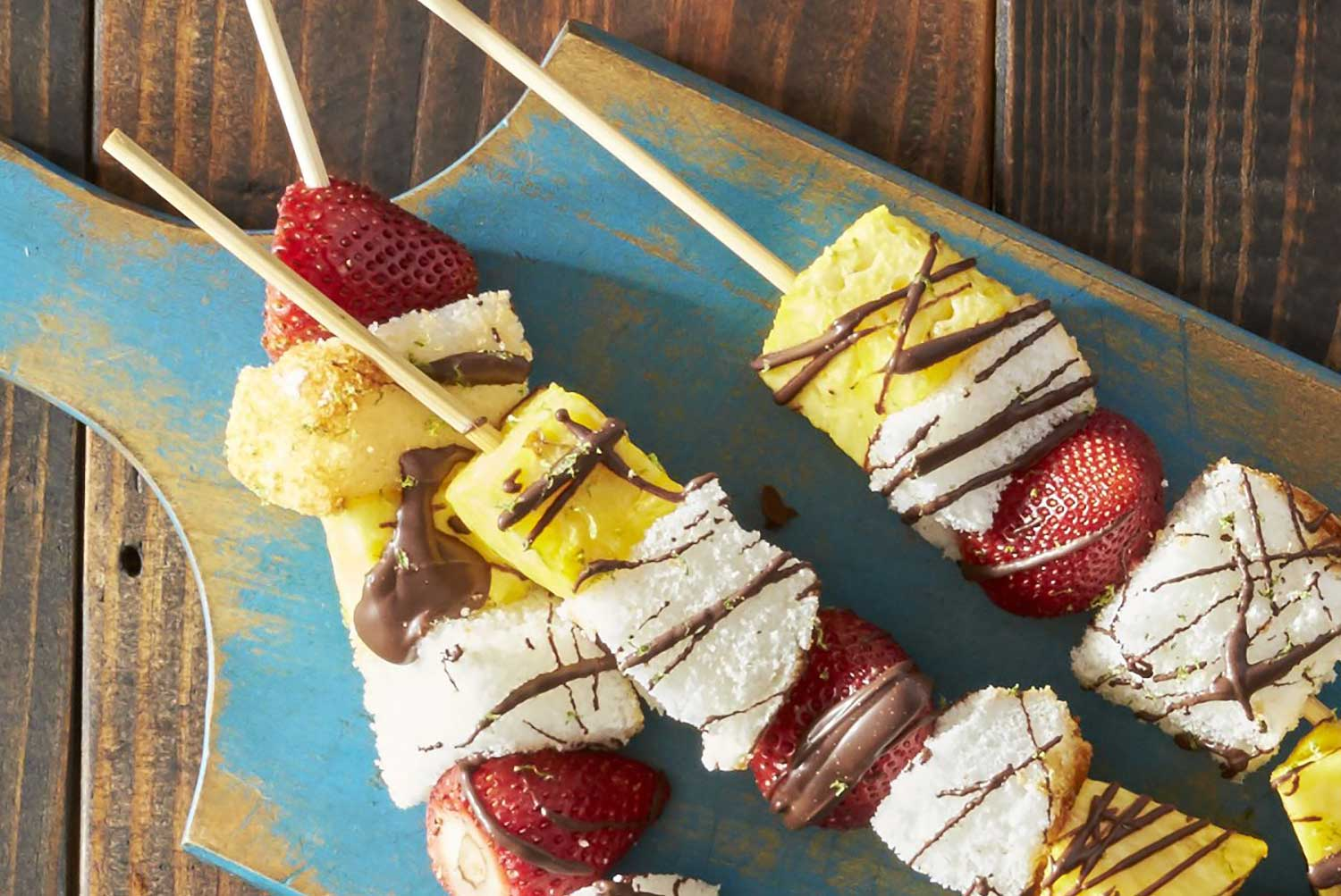 Brochettes de fruits grillés