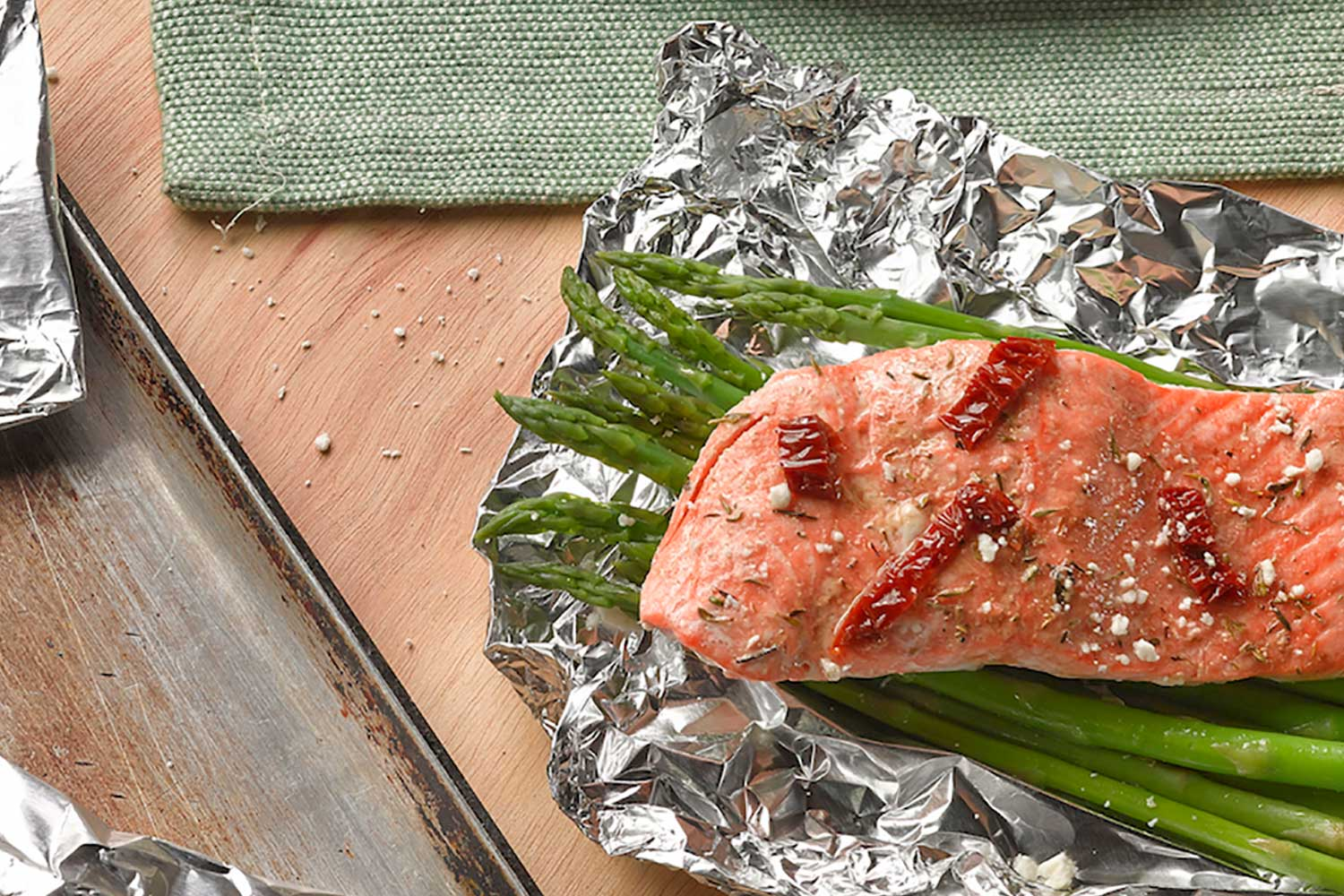 Salmon with Asparagus & Sun-Dried Tomatoes